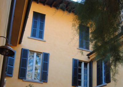 Restauro facciata con finitura effetto calce